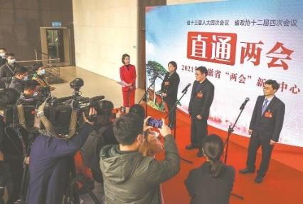 """民建会员、省政协委员王雪松受访省两会新闻中心首场""""直通两会"""""""